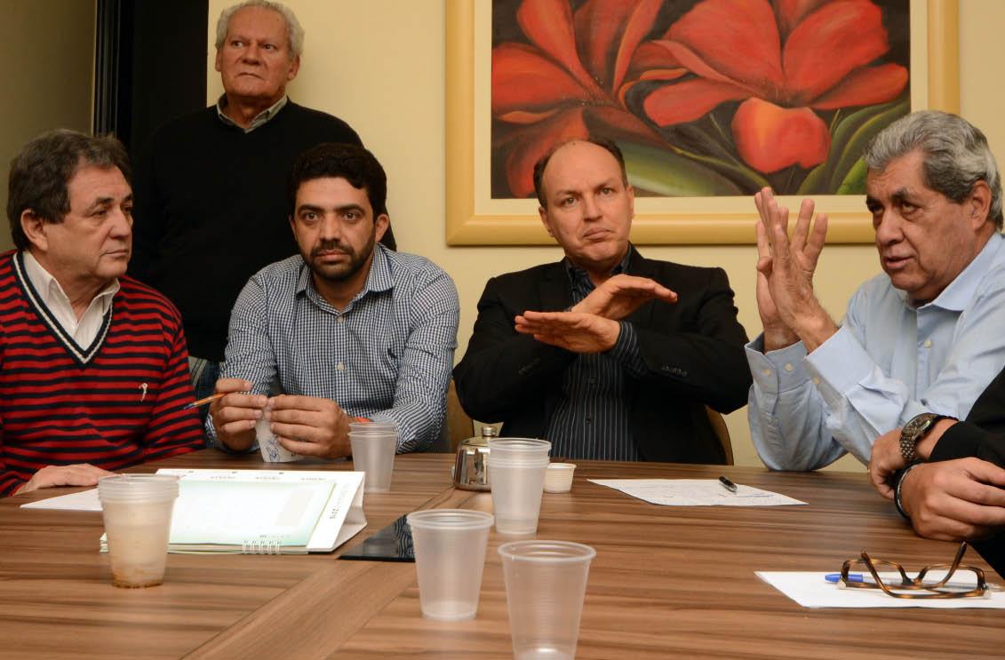 Moka, Ulisses, Mochi e Puccinelli trataram ontem sobre o rumo do PMDB - Foto: Paulo Ribas / Correio do Estado