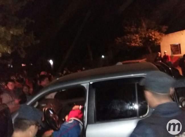 A vítima transitava em uma caminhonete VW Amarok quando foi abordado por dois pistoleiros que estavam de moto (Porã News)